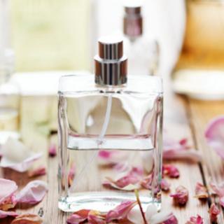 Frascos y complementos de perfumes